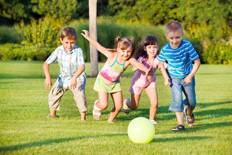 Playing outdoors offers a number of benefits for young children.